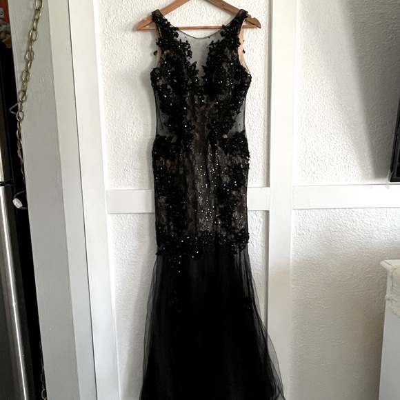 Dave & Johnny Size 5/6 Lace Tulle Formal Long Gown